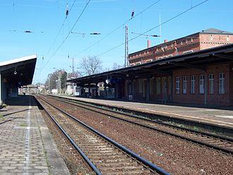 Roßlau (Elbe) station - Station building, track side