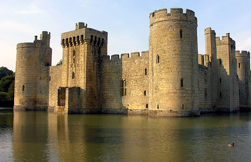 Bodiam Castle, East Sussex (picture from Wikimedia)