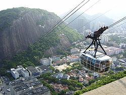 Bondinho descendo o Morro da Urca.jpg