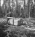 Bosbewerking, arbeiders, boomstammen, stapelen, Bestanddeelnr 251-8618.jpg