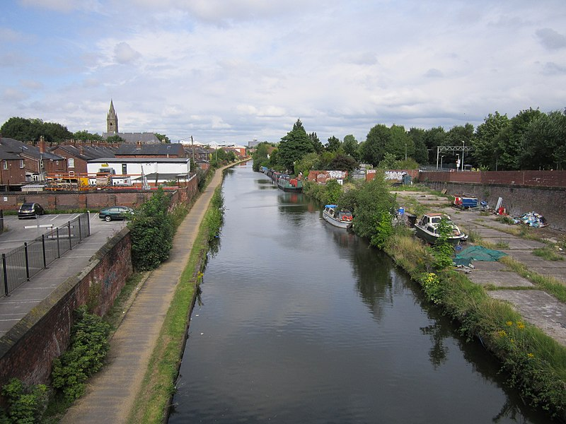 File:Bridgewater Canal at Edge Lane, Stretford (2).JPG