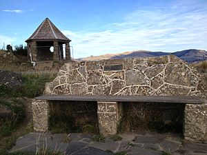 Bridle Path (New Zealand) - The Canterbury Pioneer Women's Memorial at the top of Bridle Path, with the Jane Deans memorial seat in the foreground