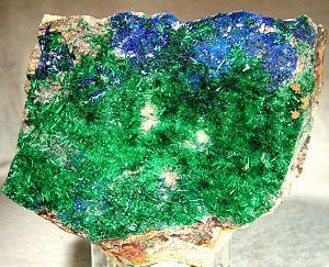Brochantite - Image: Brochantite Linarite 20434