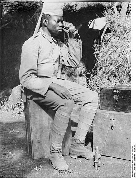 File:Bundesarchiv Bild 105-DOA3122, Deutsch-Ostafrika, Askari, Fernmelder.jpg