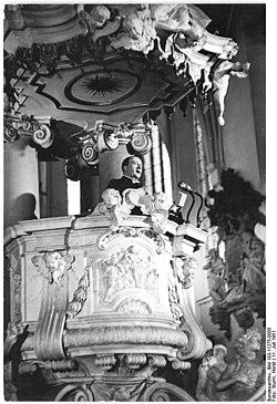 Bundesarchiv Bild 183-11275-0005, Berlin, Marienkirche, Kanzel.jpg