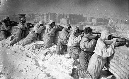 Soviet soldiers during the Battle of Stalingrad, the largest and bloodiest battle in the history of warfare, the turning point on the Eastern Front, in the war against the Axis and in the entire WWII Bundesarchiv Bild 183-E0406-0022-001, Russland, Kesselschlacht Stalingrad.jpg