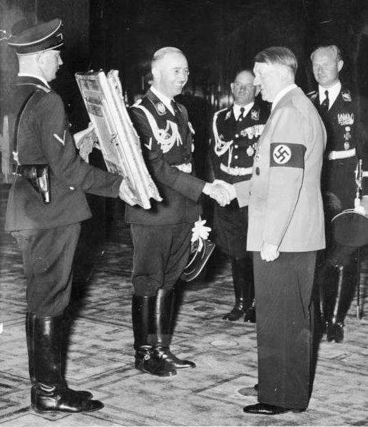 File:Bundesarchiv Bild 183-H28988, 50. Geburtstag Hitler, Gratulation Himmler crop.jpg