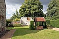 Burnham Abbey - Garden and well - geograph.org.uk - 901599.jpg