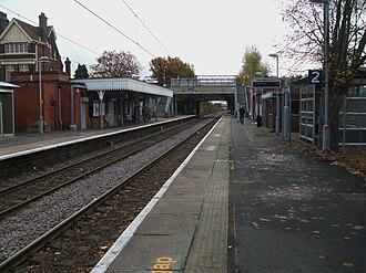 Bush Hill Park railway station - Image: Bush Hill Park stn look south 2