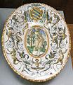 C.sf., urbino, bottega dei patanazzi, piatto ovale con stemma contarini, post 1597, 04.JPG