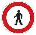 CZ-B30 Zákaz vstupu chodců.jpg