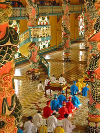 Adeptos do Cao Dai, uma religião sincrética surgida no século XX
