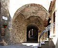 Capalbio, arco 01.jpg