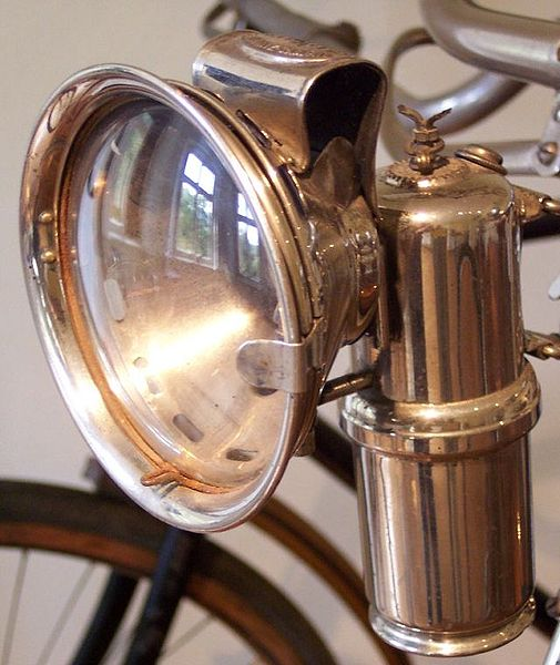 Datei:Carbide lamp on a bicycle.jpg