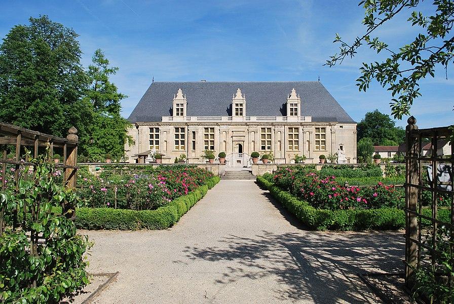 Façade Ouest du château du Grand Jardin.