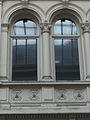 Charleroi - Passage de la Bourse - détail de la colonne engagée du 2e étage.jpg