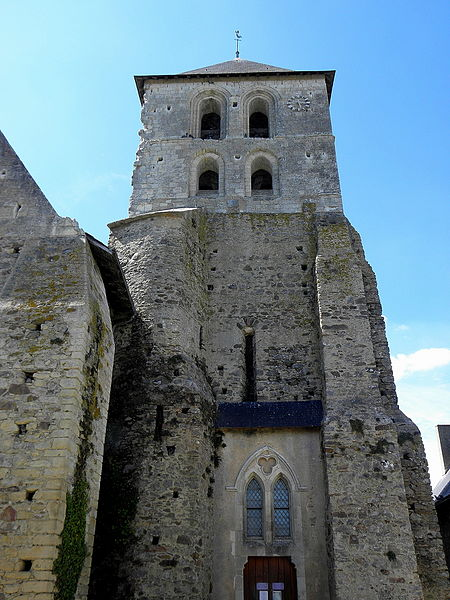 Clocher de l'église Saint-Médard de Cheviré-le-Rouge (49).