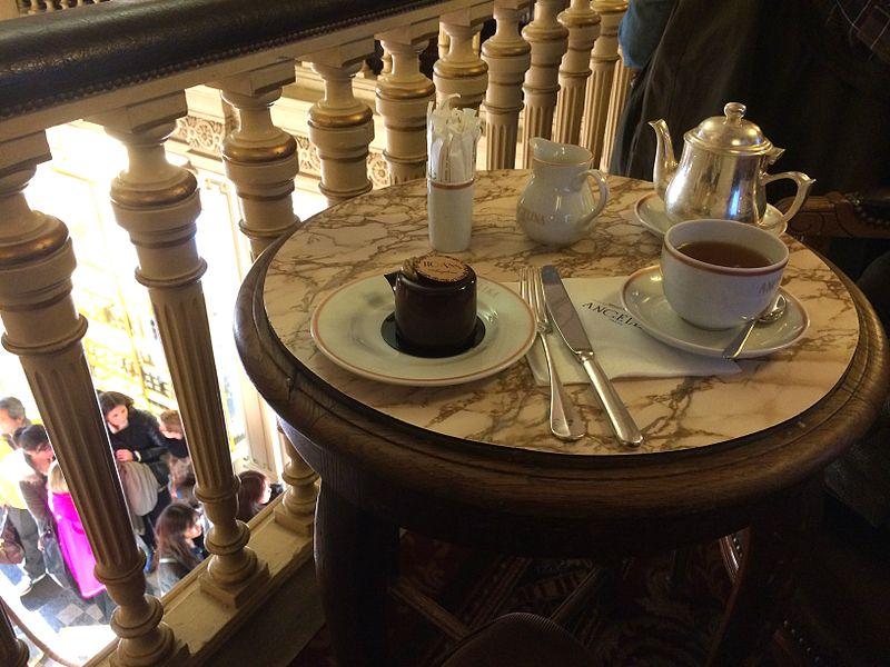 File:Chez Angelina pour le thé.JPG