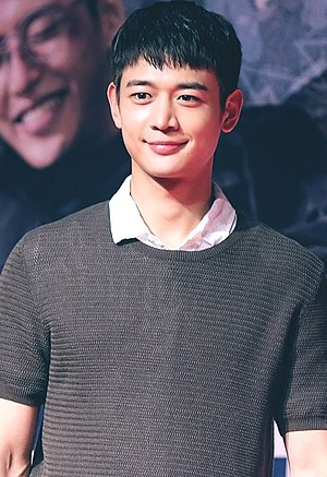 Choi Min-ho at Midnight Runners VIP premiere in August 2017 04.jpg