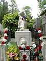 Chopin's Grave in Paris.jpg