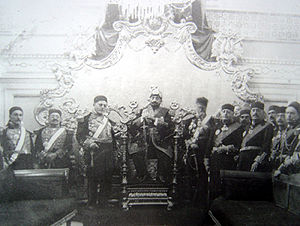 Muhammad VII al-Munsif - Moncef Bey with his ministers (left) and the princes (right)