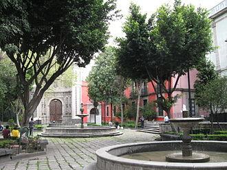 Franz Mayer Museum - Courtyard of the Franz Mayer Museum (on right) and one of the entrances of the Parish of La Santa Vera Cruz de San Juan de Dios Church.
