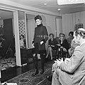 Couturier Edgar Vos toont nieuwe voorjaarscollectie, Bestanddeelnr 922-1954.jpg