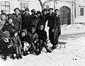 Csoportkép 1942-ben a Bécsi úton, háttérben a 24. szám. Fortepan 52947.jpg