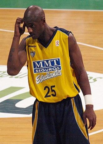 Vonteego Cummings - Cummings with Estudiantes