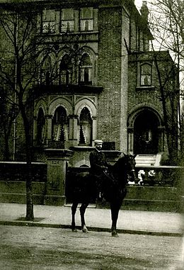 David Gestetner outside his home at 124 Highbury New Park London circa 1905.jpg