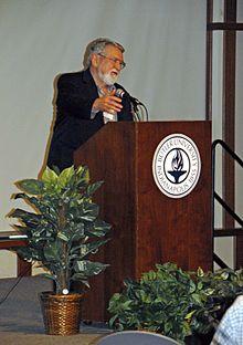 David Korten parolante en 2009.jpg
