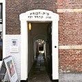 De ingang aan de Herenstraat.jpg