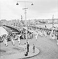De koninklijke stoet op de Emmabrug in Willemstad, Bestanddeelnr 252-3604.jpg