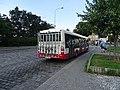 Dejvická, autobus s nosičem jízdních kol.jpg