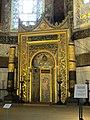 Der Mihrab aus osmanischer Zeit in der Apsis der Hagia Sophia - panoramio.jpg