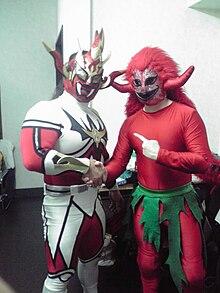 獣神サンダー・ライガー(左)、キジムナー(右)