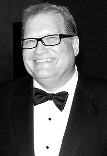 A smiling Drew Carey in a tuxedo and bow tie.