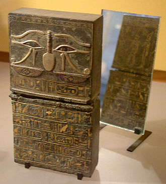 Eye of Horus - Image: Egypte louvre 068 coffret