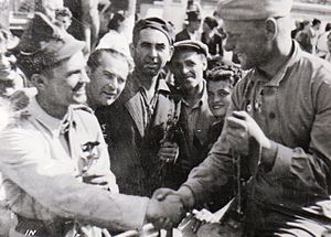 Jassy–Kishinev Offensive - Romanian and Soviet soldiers shaking hands in Bucharest after the coup, 30 August