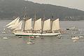 El buque escuela Juan Sebastián Elcano partiendo de la Bahía de Bayona 03.jpg
