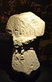Escultura en pedra amb represantació baronívola oferent, necròpoli de l'Albufereta, MARQ.JPG