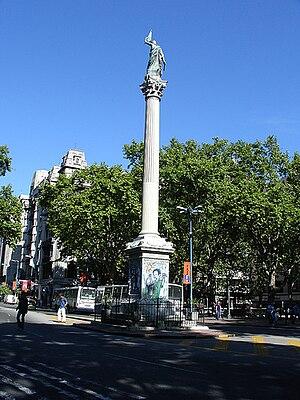 Plaza de Cagancha - Image: Estatua Plaza Cagancha Montevideo
