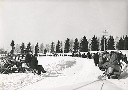 December 1939. Karelian evacuees from Muolaa municipality on their way to West-Finland Evacuees from East-Finland.jpg