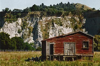 Greywacke - Image: Example of greywacke cliffs, Mangaweka, Nthrn.Manawatu, New Zealand