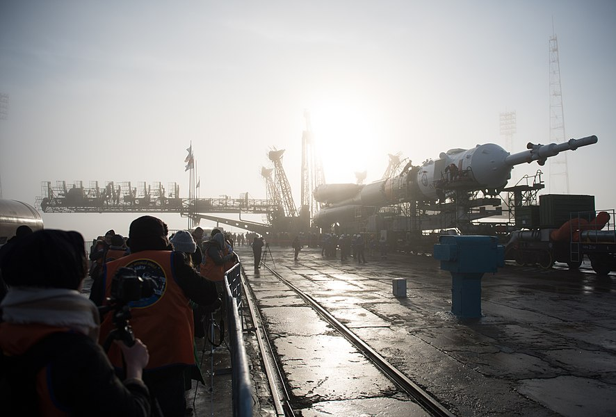 Expedition 55 Soyuz Rollout (NHQ201803190031).jpg