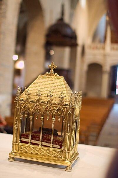 http://upload.wikimedia.org/wikipedia/commons/thumb/2/22/Fete_du_pain_st_jean_de_maurienne_2008.jpg/401px-Fete_du_pain_st_jean_de_maurienne_2008.jpg