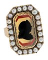Fingerring av guld med pärlor med man i glassiluett, 1803 - Hallwylska museet - 110223.tif