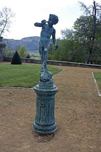 English:  Cherub fountain in the park of the castle.