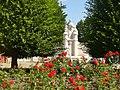 Forst-Rosengarten - Am Rosenbrunnen (Rose Garden - Rose Fountain) - geo.hlipp.de - 39061.jpg