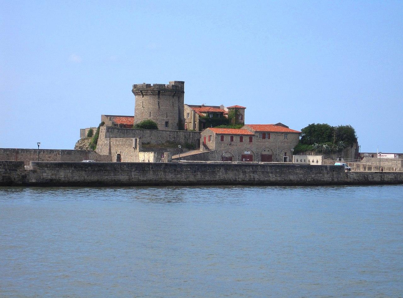 File fort de socoa ciboure france jpg wikimedia commons - Fort de socoa ...
